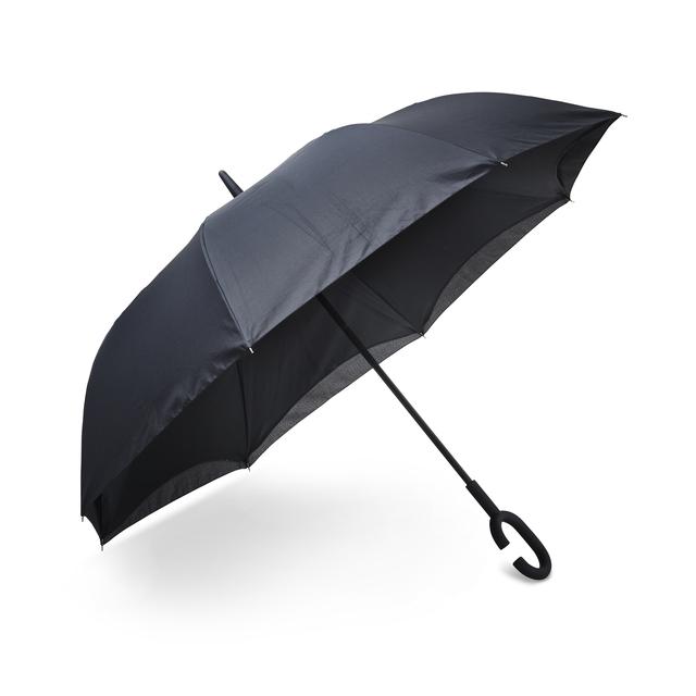 Unikt paraply som fälls ihop som en strut, åt fel håll, istället för traditionellt vis. Praktiskt vid folksamlingar och när man tex stiger in i en bil. Den smarta designen för att man blir minimalt utsatt för vära vid ihopfällningen då denna görs inåt och vattnet hamnar på insidan istället för på utsidan. Det speciella handtaget är utformat för att kunna bäras på handleden, så man kan ha båda händerna fria.OBS! Prover tillgängliga i mars.