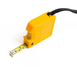2-meters måttband med vattenpass. Mätlängd i både meter/centimeter samt tum/fot. Med låsmekanism och handledsrem.