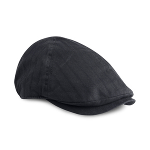 Cap in classic golf style, also called old man cap. Pre-curved peak and closed back.
