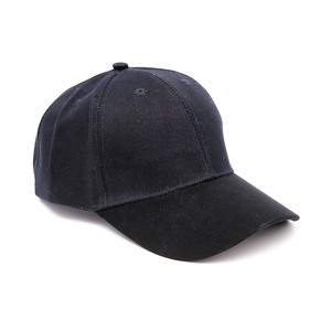 Canvas cap with rubberized peak. The dirt and water repellent surface makes sure that the cap stays fresh longer! Pre-curved peak and velcro buckle closure at the back.
