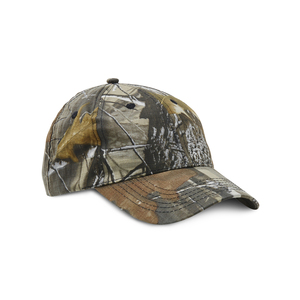 Hunting cap in camouflage pattern. 6-panel hat in checkered cotton. Pre-curved peak and velcro closure at the back.