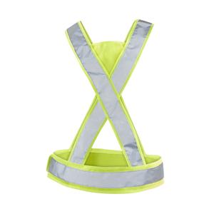 CE godkänd reflex i X-modell. Godkänd enligt EN 13356.Lämpar sig lika bra i löparsåret som för stadspromenaden. Reglerbar i sidorna med kardborrefäste för bästa komfort. Tryckyta i trianglarna fram och bak. Levereras i fodral