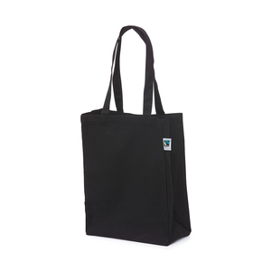 Bag made of cotton that is certified in accordance with international Fair Trade criteria. The side and bottom gussets create a nice bag shape and the handles are made so that the bag can both be carried in the hand and worn over the shoulder.