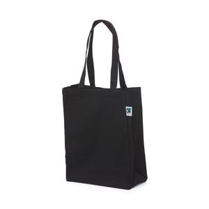 Bag tillverkad i bomull som är certifierad i enlighet med internationella Fairtrade-kriterier. Sido- och bottenbälg gör formatet tilltalande och handtagen är anpassade så kassen både kan bäras i handen och ha över axeln.