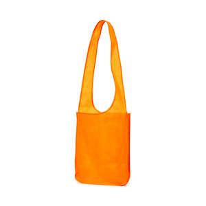 """En """"cross over"""" kasse i slitstarkt Non wovenmaterialBotten och sidobälg för extra utrymme. Handtaget ärdesignat för att väskan ska kunnabäras diagonalt."""
