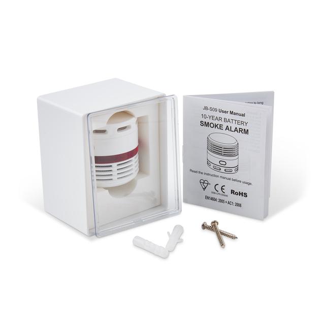 Diskret brandvarnare, endast 44 mm i diameter. Inbyggt 10 års batteri med indikering för batteribyte. larmsignal på minst 85 dB/3meter. Godkänd enligt CE, EN14604. En optisk brandvarnare reagerar snabbt på kall synlig rök från tex. smältande plast. Levereras i box med transparent lock. Inkl. skruv för montering.